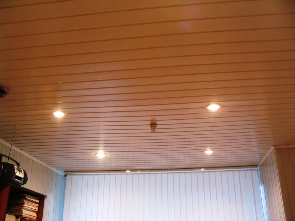Pose de lambris sur plafond placo trouver un artisan - Peindre un plafond en bois ...